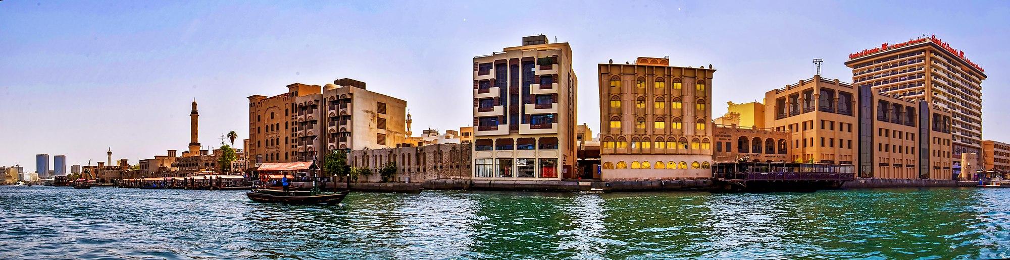 2000px-A_panorama_of_Dubai_Creek_on_September_28,_2018